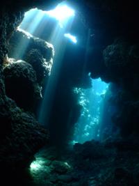 沖縄 慶良間 地形 洞窟