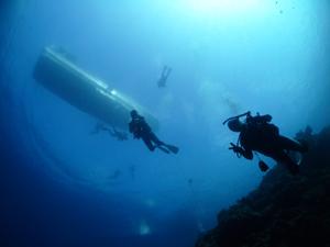 水納島と瀬底島の透明度